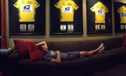 Lance Armstrong's defiant Twitter photo shows him relaxing with seven yellow jerseys