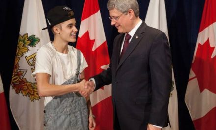 Bieber dons overalls for meeting with prime minister