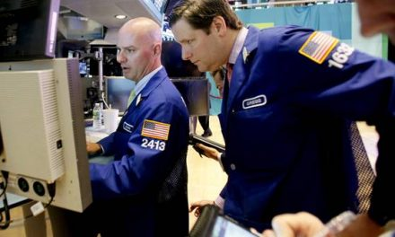 Stocks end mixed on new 'fiscal cliff' warning