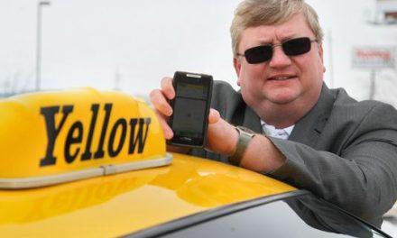 Smartphone app hails, tracks taxis