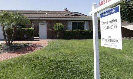 Mortgage applications rise as rates dip